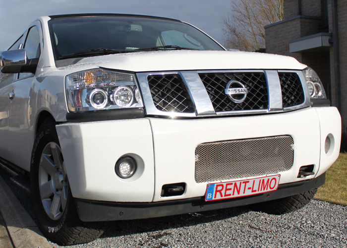 Witte Nissan Armada limousine